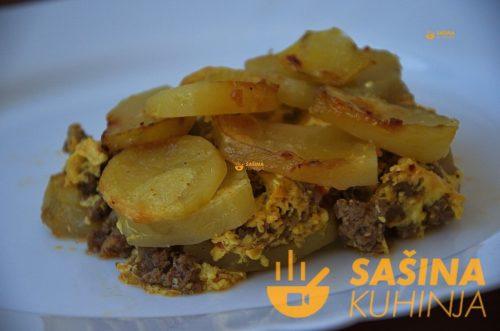 VIDEO – Musaka sa mljevenim mesom i krumpirom