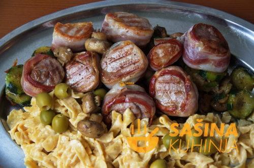 VIDEO – Lungić (pisanica, svinjetina filet), tikvice, šampinjoni, umak