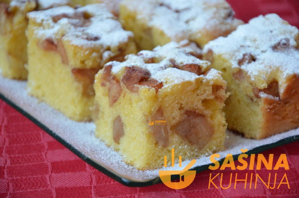 FOTO RECEPT – Brzi kolač sa kruškama