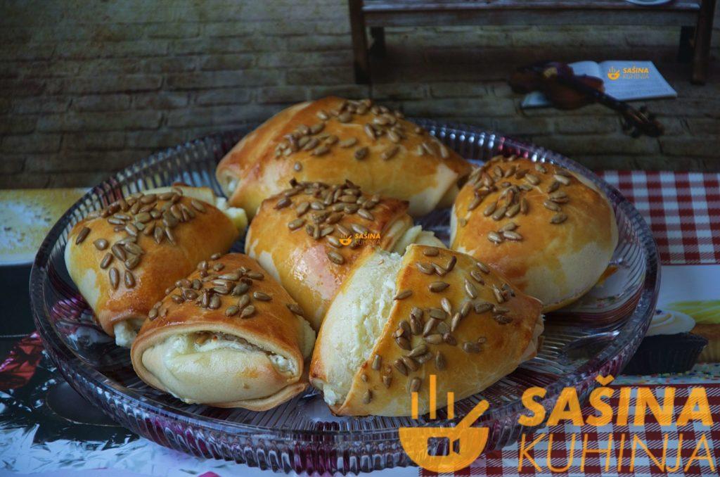 VIDEO – Easy cheesy stuffed butter rolls / peciva sa sirom