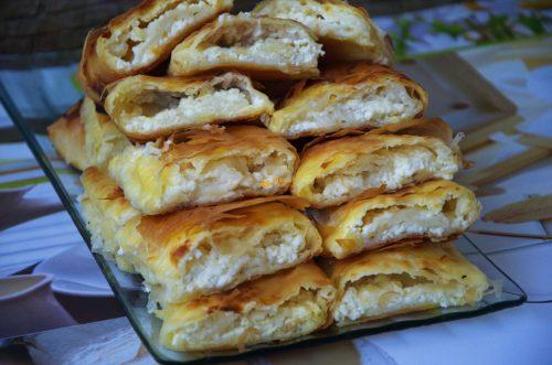 VIDEO – Phyllo dough cheese pie / štrudla pita savijača od sira sa kupovnim korama