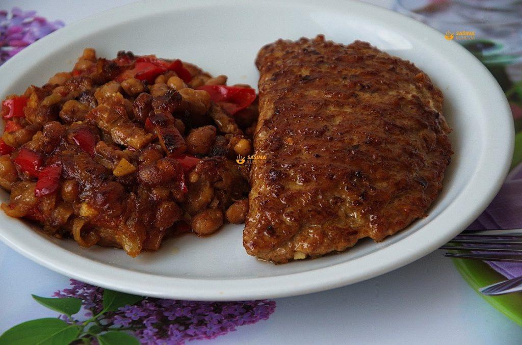 VIDEO – Punjene pljeskavice sirom i zapečeni grah recept