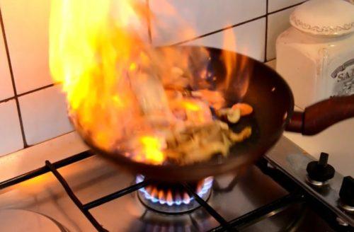 VIDEO – Flambirane gljive sa povrćem ručak za dvoje