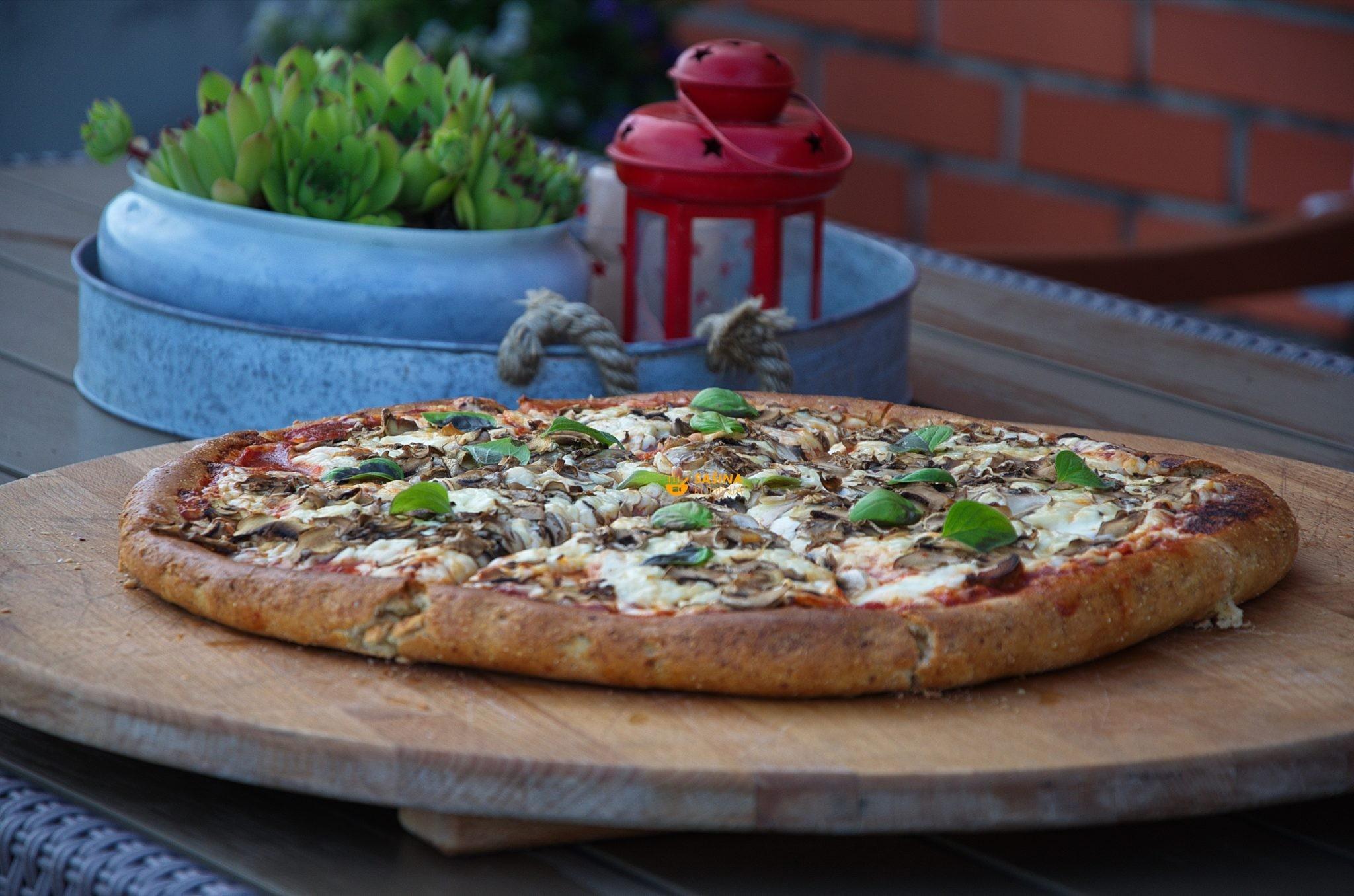pizza sa kukuruznim brašnom