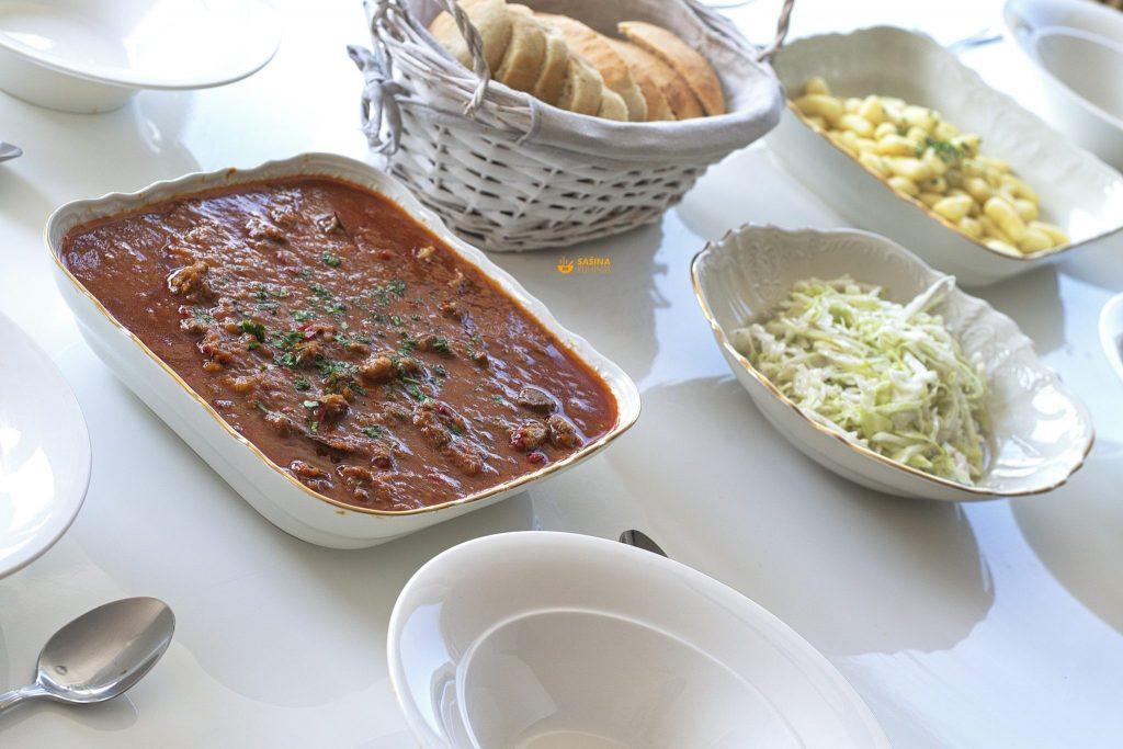 Gulaš od junetine recept Beef Goulash Recipe