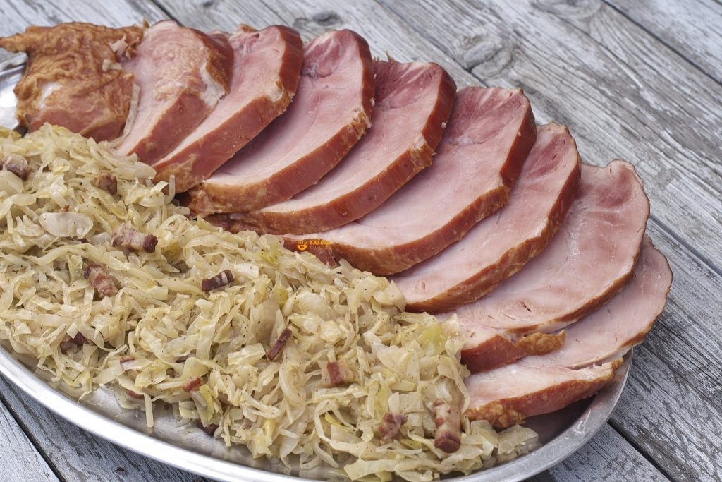 Kiseli kupus i pečeni svinjski but