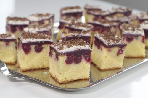 VIDEO – Biskvit sa Višnjama iz Kompota Biscuit Cherry Compote Cake