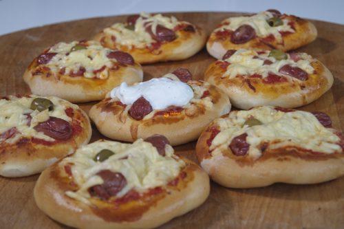 VIDEO – Mini pizza sa hrenovkama viršlama