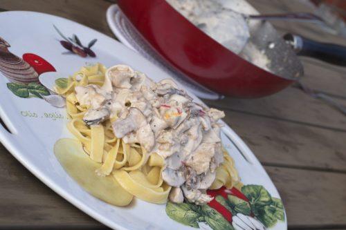 VIDEO – Tjestenina sa piletinom plodovima mora i gljivama