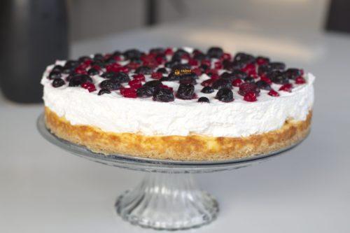 Jednostavna torta sa šumskim voćem recept