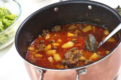 Krumpir gulaš sa junetinom Beef Chuck Stew – VIDEO