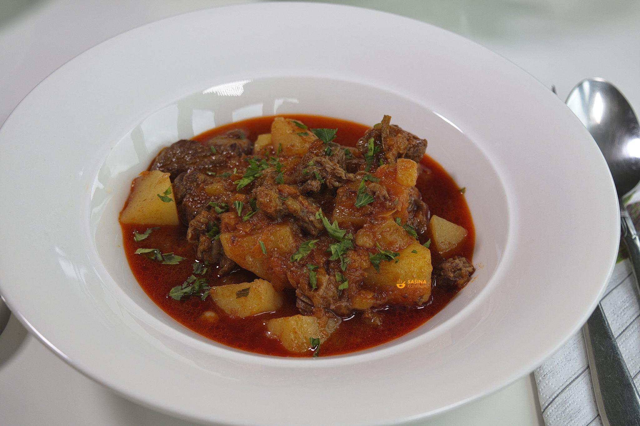 Krumpir gulaš sa junetinom recept