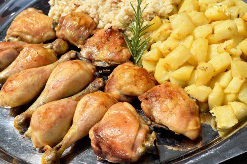 Piletina iz pećnice sa prilozima i samo jednim začinom – VIDEO