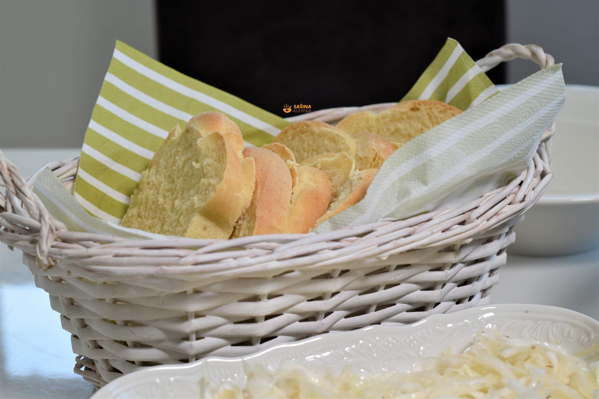 domaci kruh sa kukuruznim brasnom