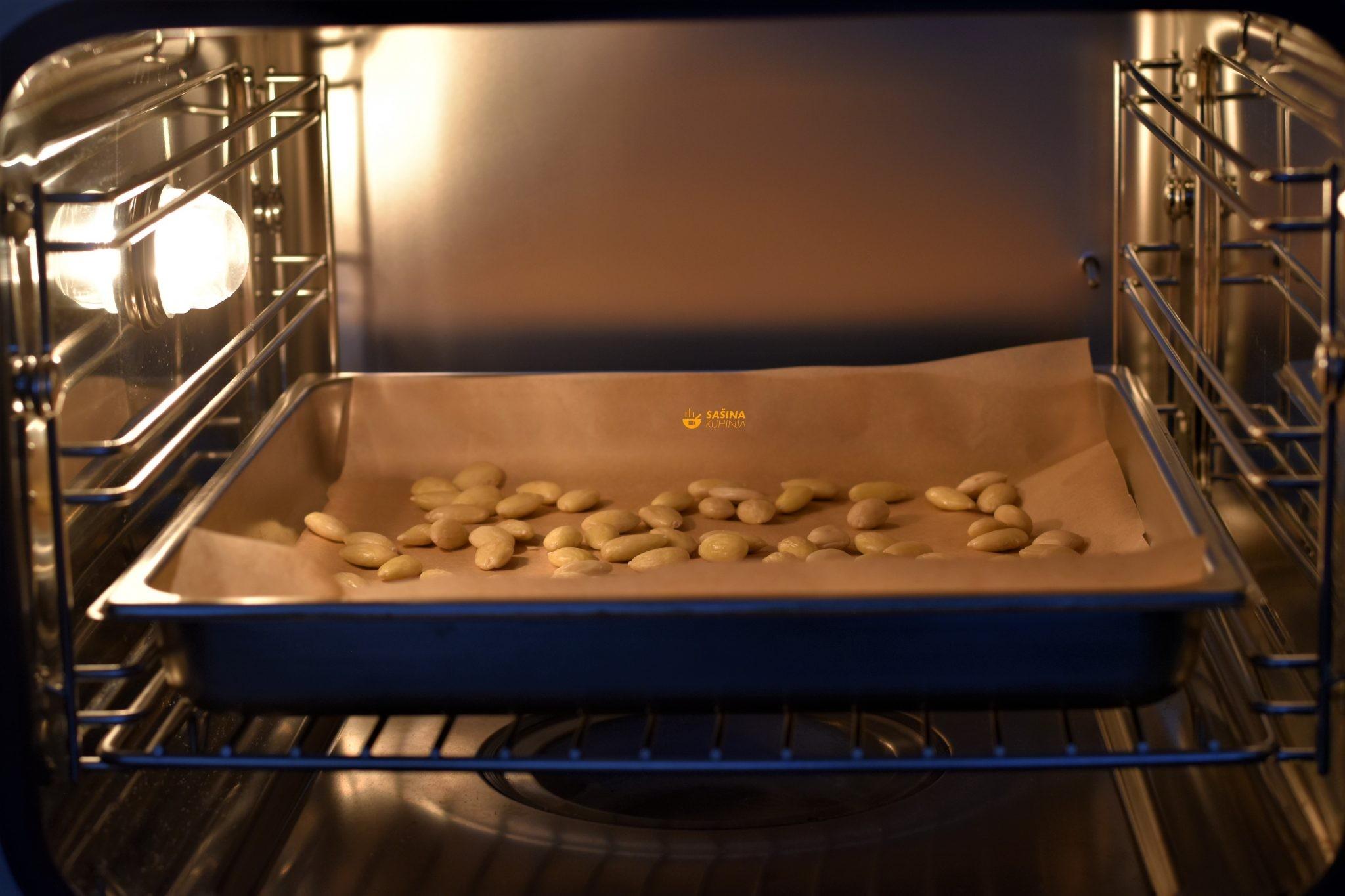 pečeni bademi