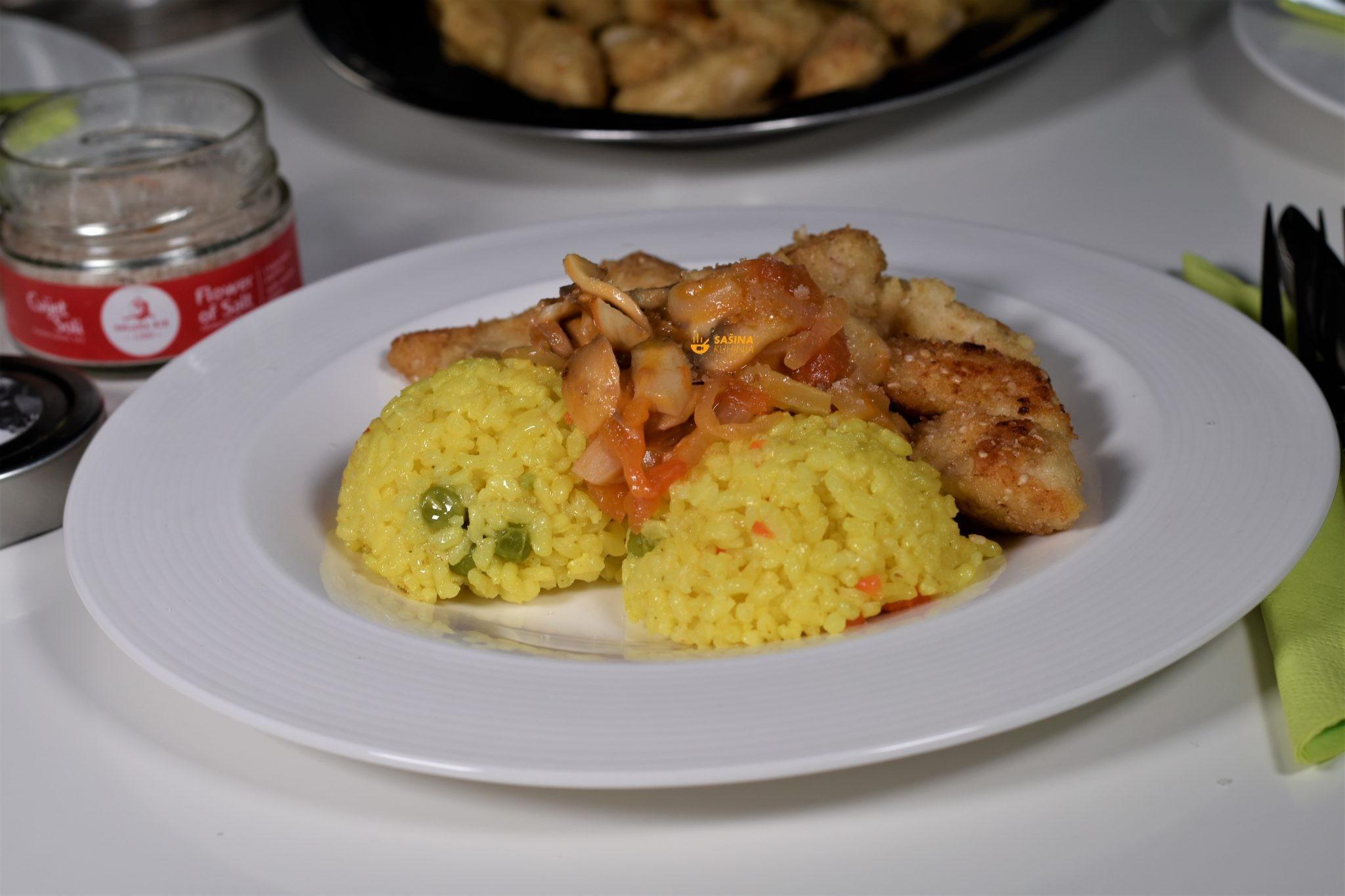pohana piletina iz pećnice riža kurkuma povrće
