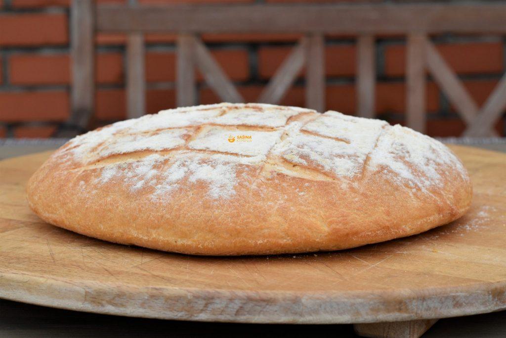 Pogača domaća i najfinija ili kruh od osnovnih sastojaka