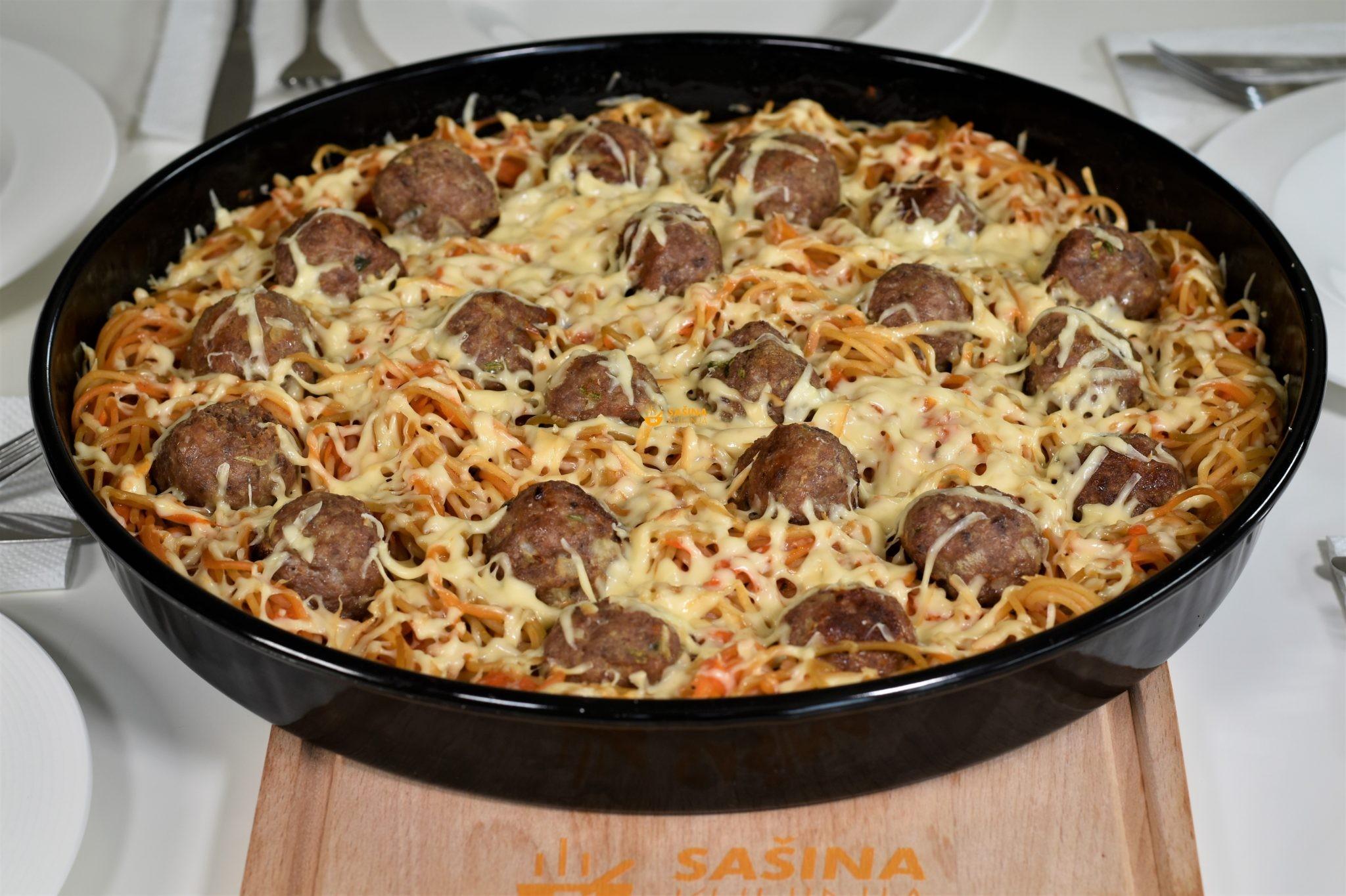 mesne okruglice zapečene  sa tjesteninom