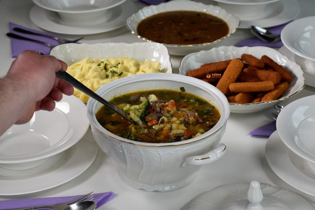 Nedjeljna juha sa junetinom i trenci