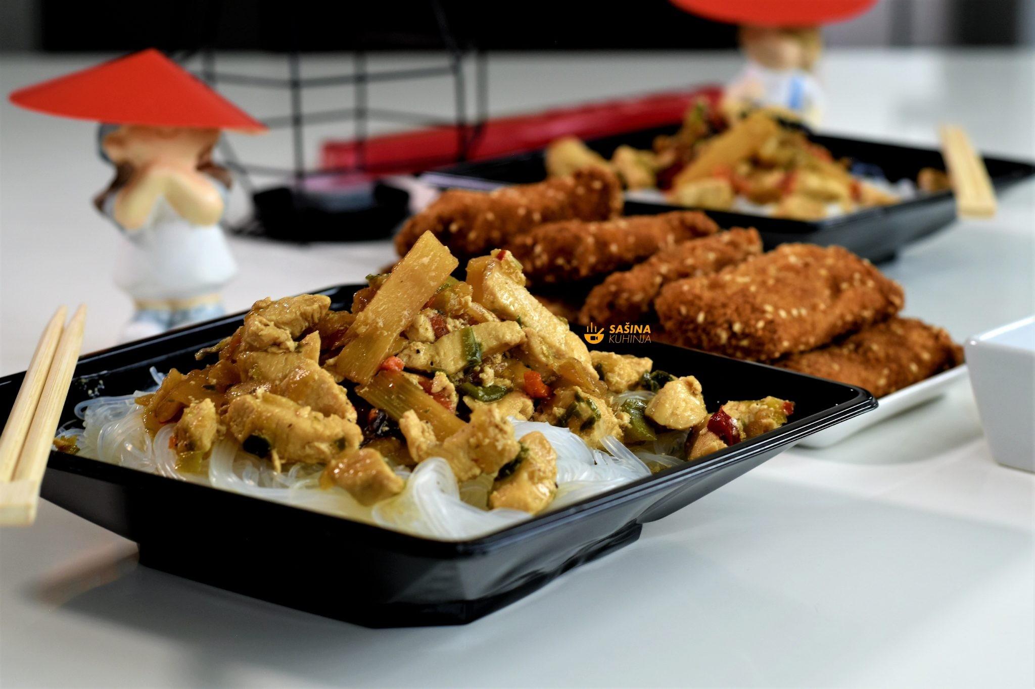 proljetne rolice piletina na kineski i stakleni rezanci