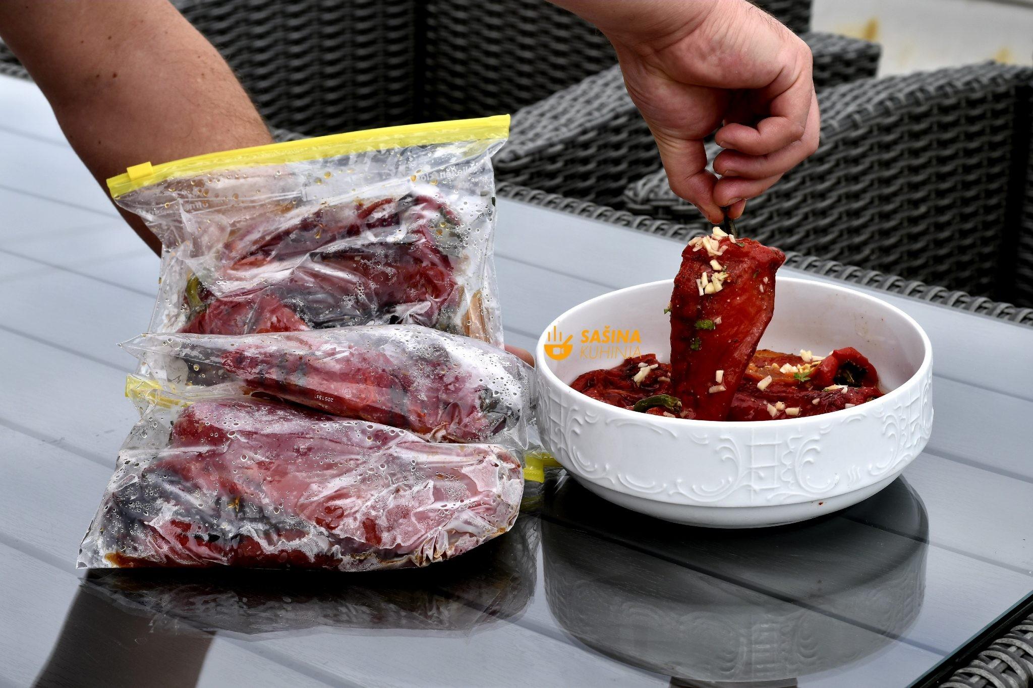Zimnica pečene paprike i kako ih lakše oguliti
