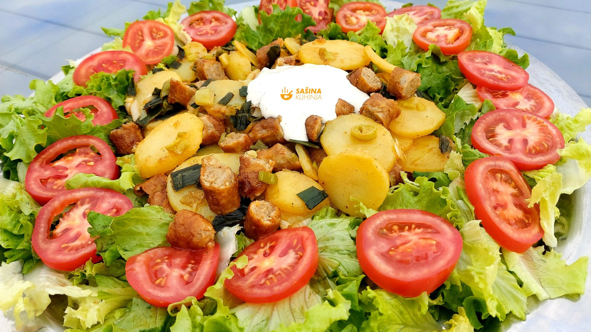 restani krumpir sa mladim lukom i kobasicama