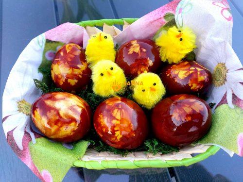 Pisanice Uskrsna jaja obojena ljuskama luka