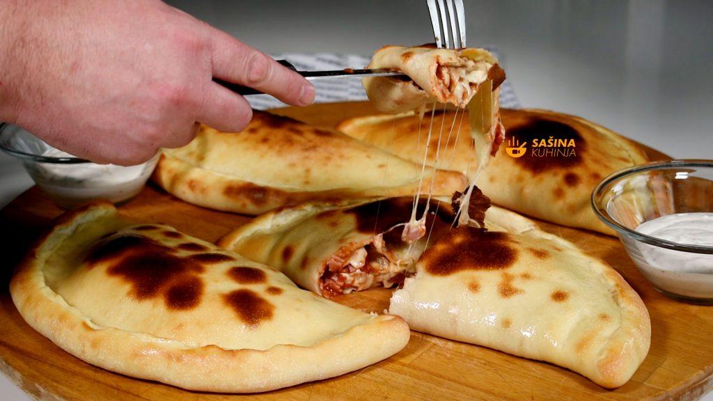 Pizza Calzone topli sendvici preklopljena pica