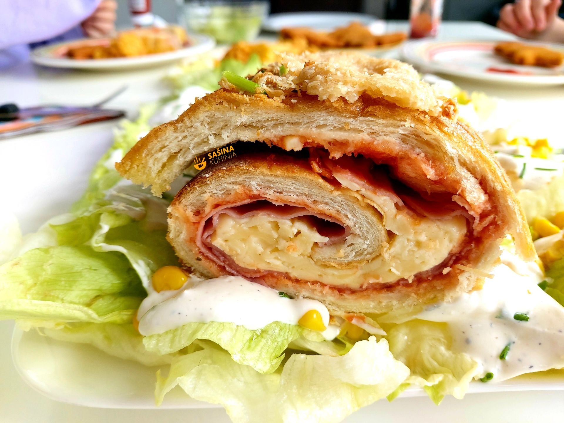 rolani stari kruh sa šunkom i sirom recept