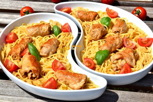 Špageti sa mladim kupusom i rolicama sa senfom
