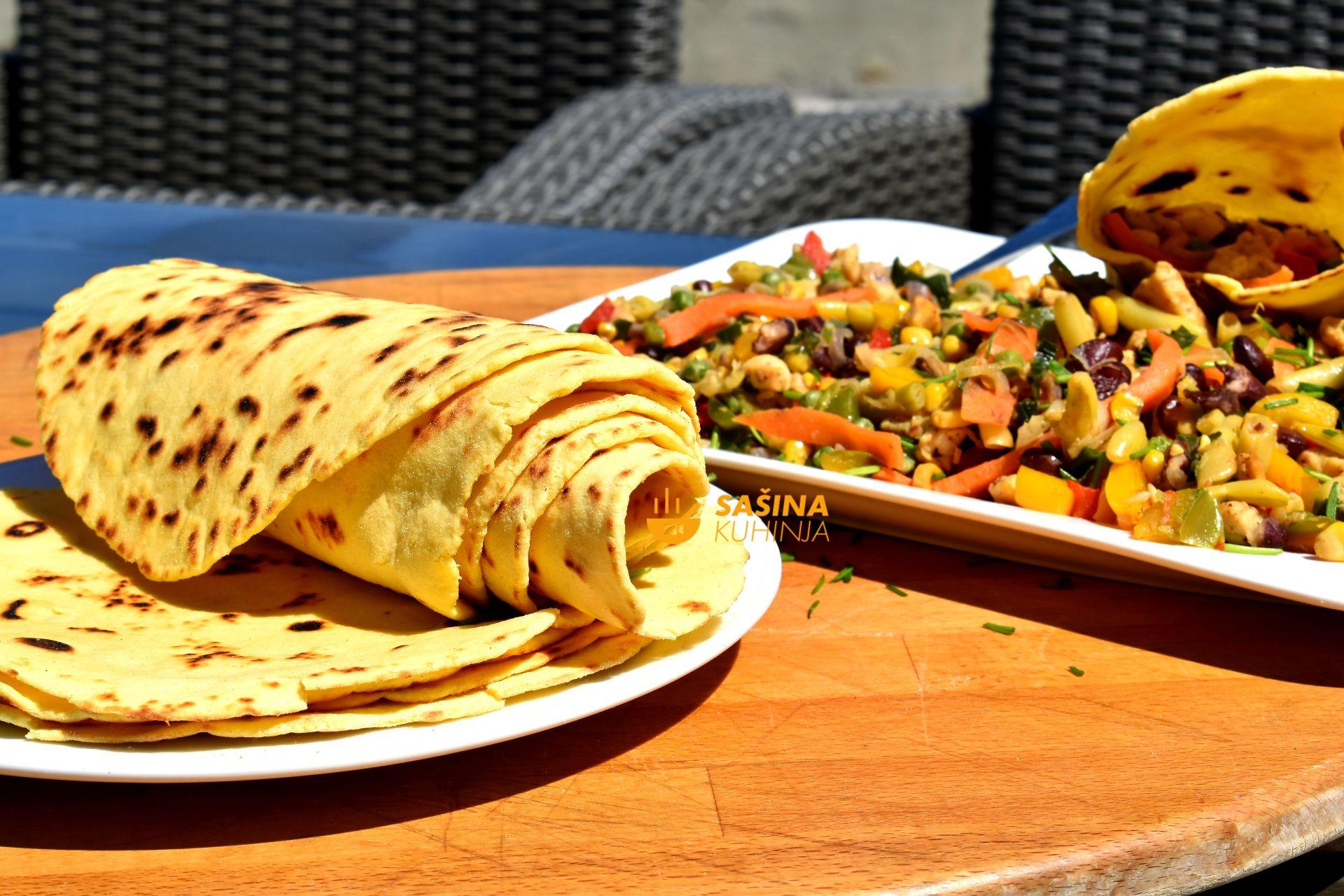 tortilje sa kukuruznim brašnom i piletina na meksički recept